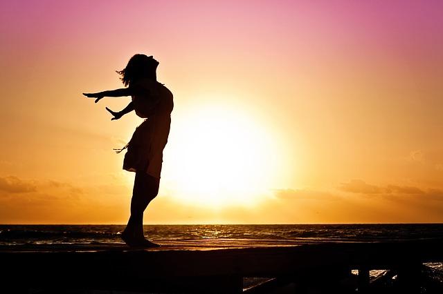 workshop voorschoten, adem en ontspanning, leren ademen, adem techniek, workshop ontspanning, frisse lucht, vrouw op strand ademen