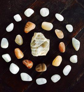 Reiki cursus leiden, reiki cursus voorschoten, steentjes, healing voorschoten